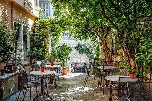 Οι ομορφότερες all-day αυλές και κήποι στην Αθήνα