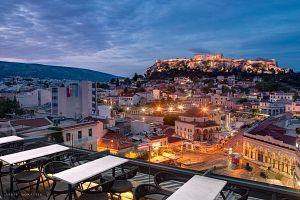 10 στέκια που κάνουν update την πιο τουριστική περιοχή της πόλης